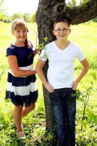 Familienshooting vor Obstbäumen