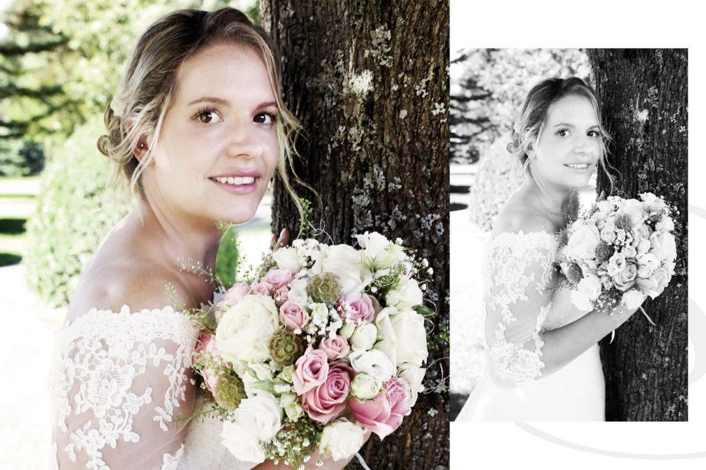 Braut mit Brautstrauß an Baum anlehnend