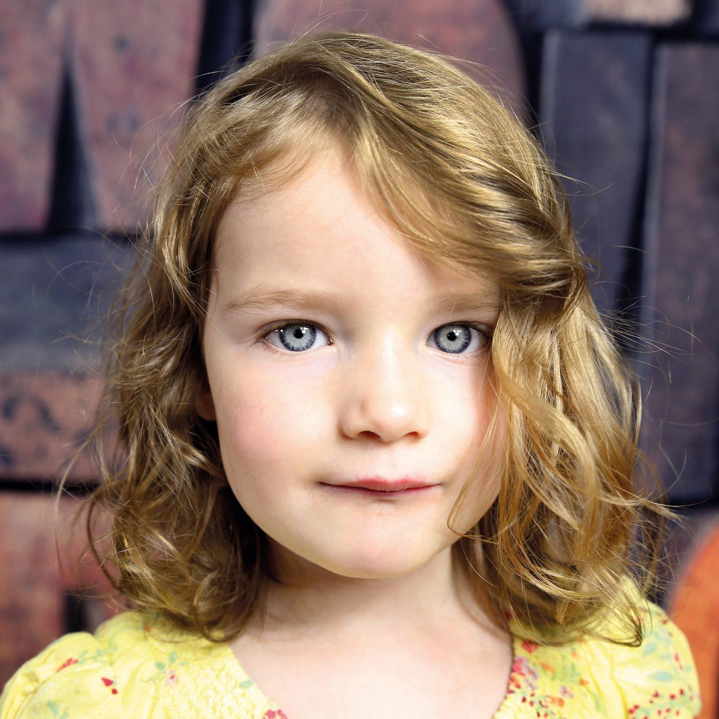 Nahaufnahme Mädchen beim Kindergarten Fotoshooting