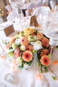 Hochzeitsblumengesteck in orange gehalten