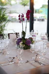 Hochzeitsdekoration mit Orchideen