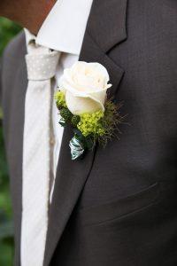 Blumenanstecker an Sacko