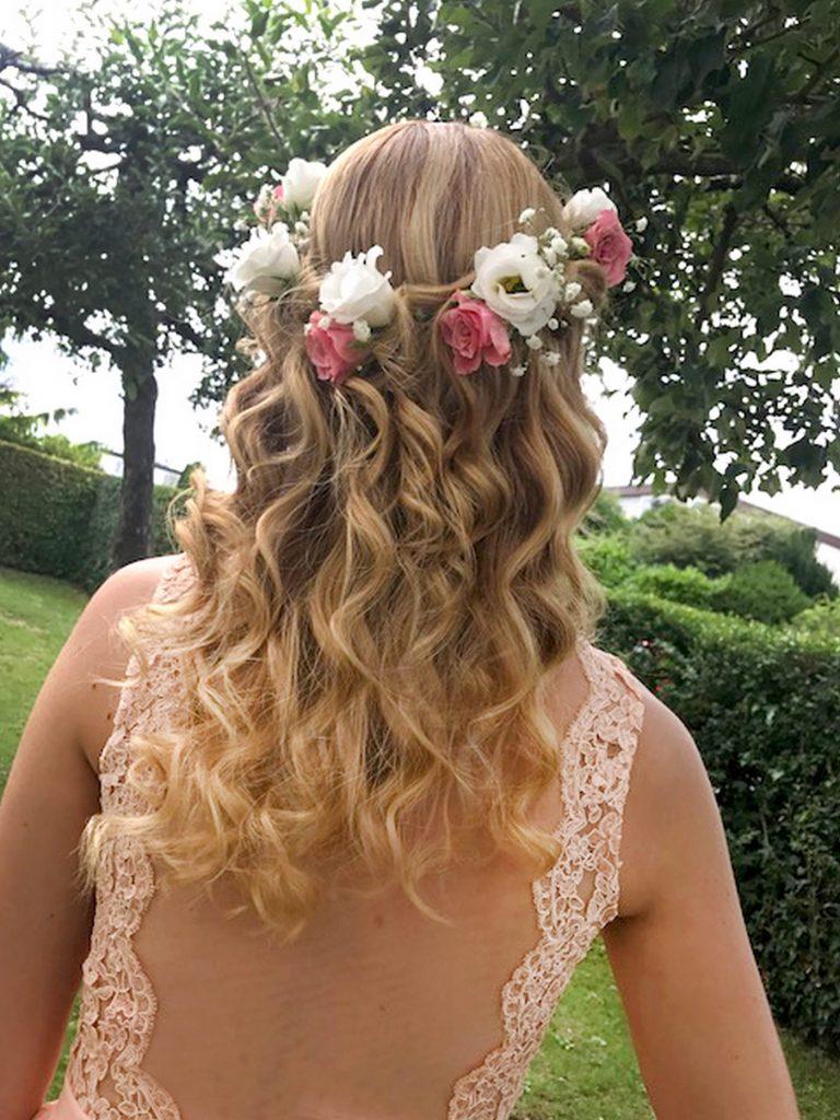 Haarblumenkranz der Brautjungfer von hinten