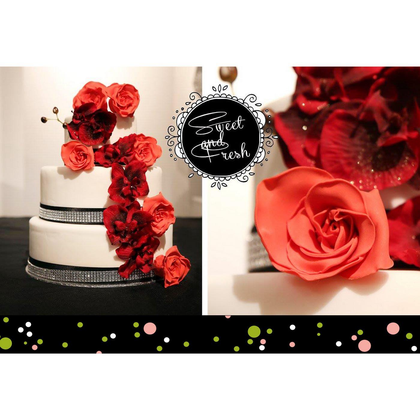 Hochzeitstorte mit Roten Blumen