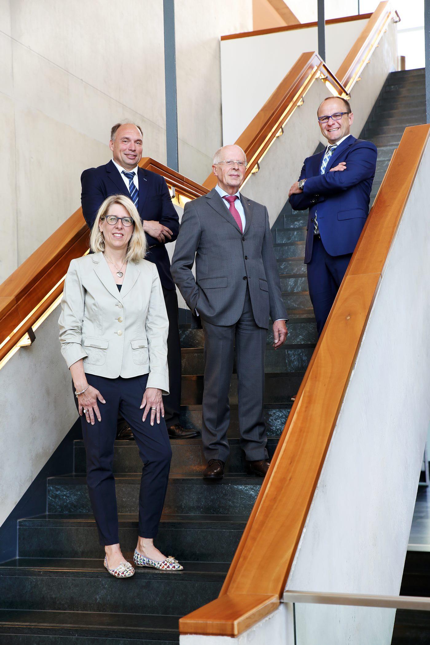 Businessfotografie stehend auf Treppe