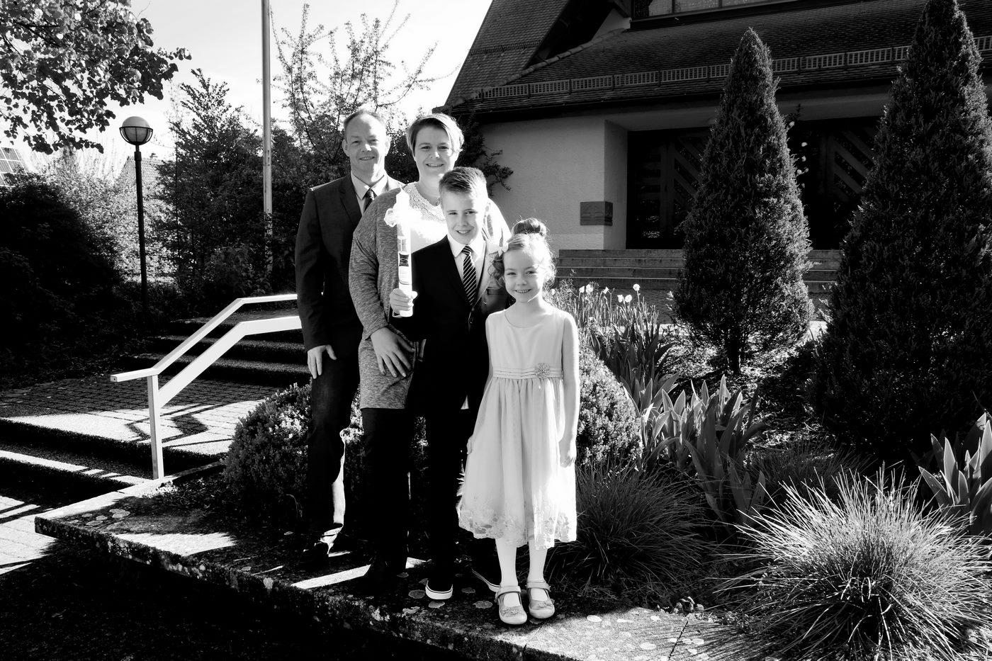 Familie zur Kommunion fotografiert