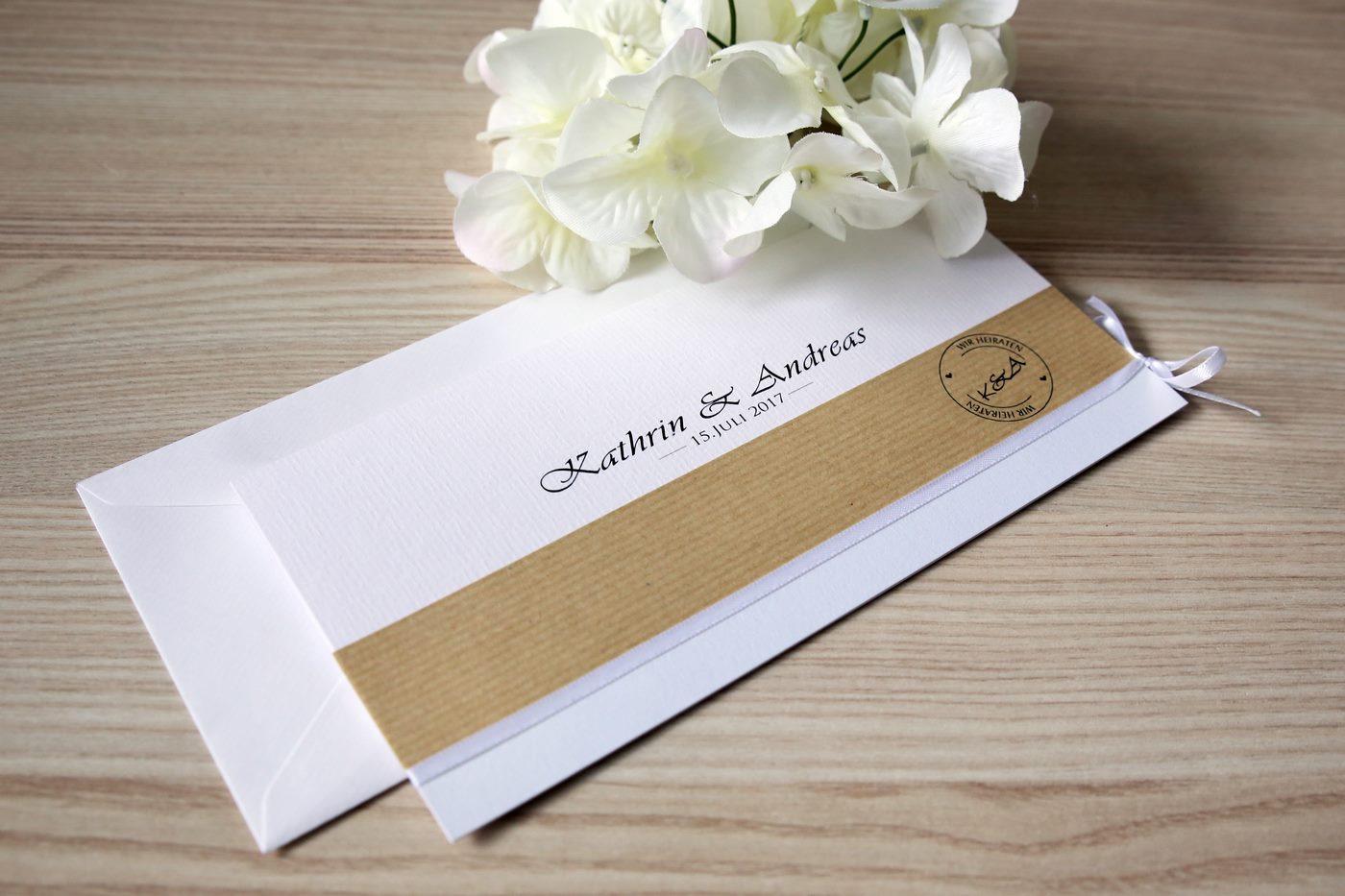 Handgefertigte Einladungskarte mit Kraftpapier und eigenem Logo