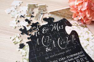 Fotopuzzle als Einladungskarte zur Hochzeit Nahaufnahme