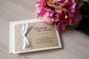 Handgefertigte Einladungskarte im Vintage Design