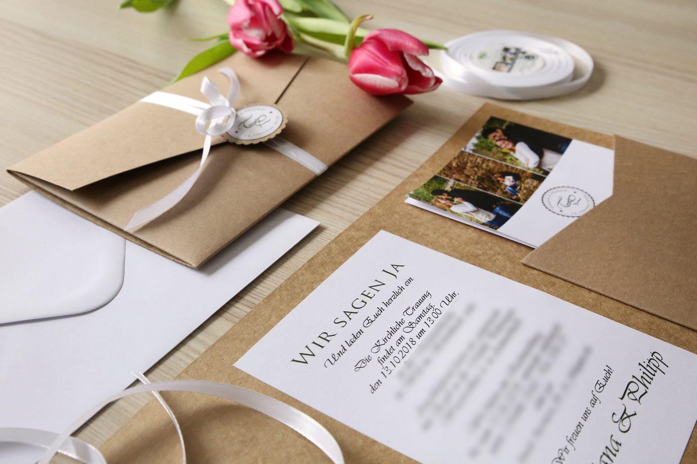 Pocketfoldkarte hangemacht aus Kraftpapier gebunden mit Anhänger und Satinband