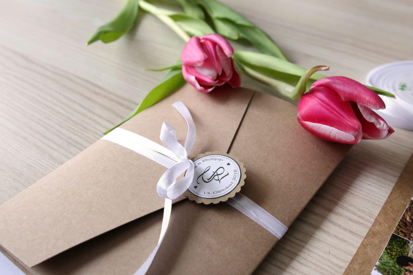 Pocketfoldkarte hangemacht aus Kraftpapier gebunden mit Anhänger