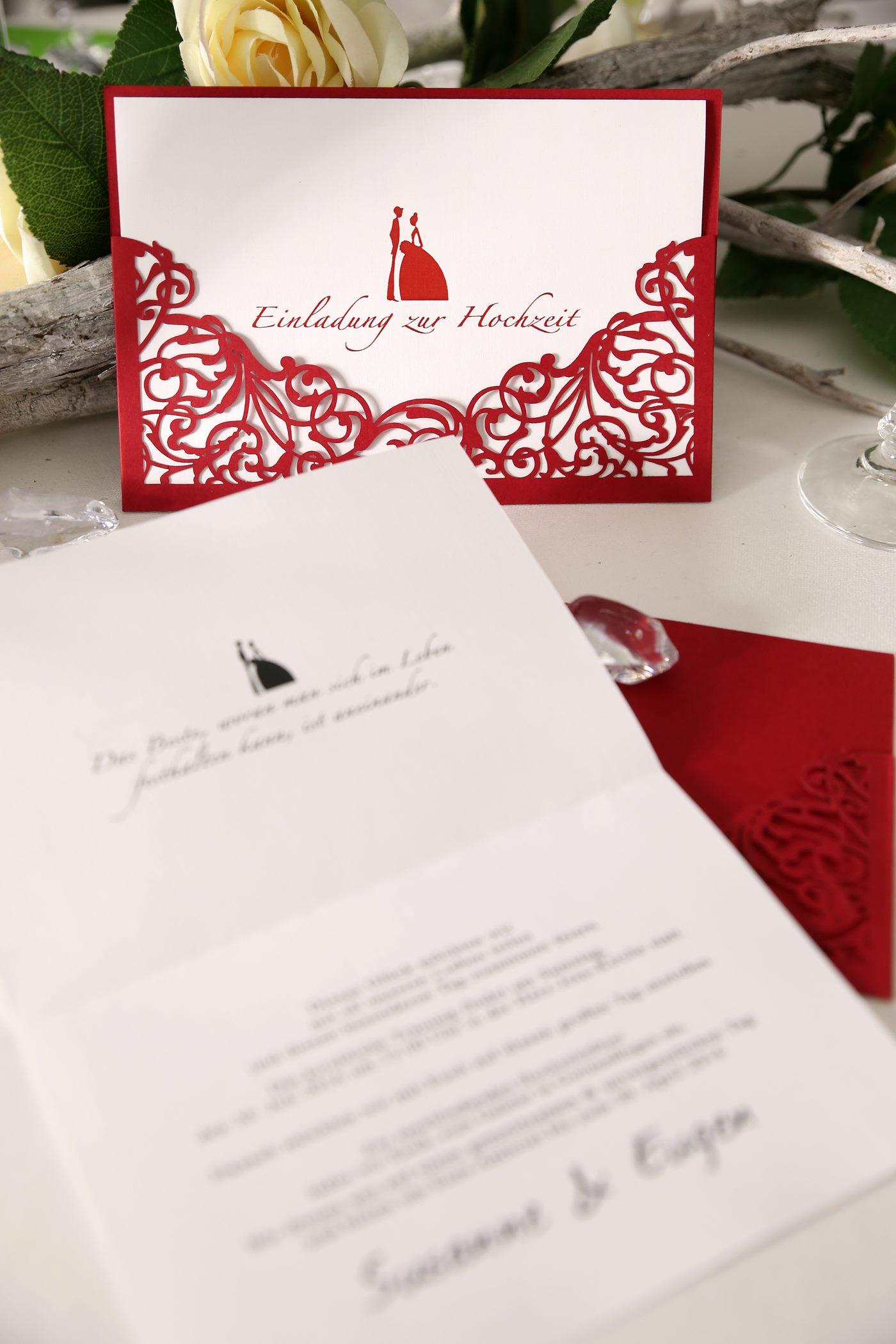 Einladungskarte in rot zur Hochzeit