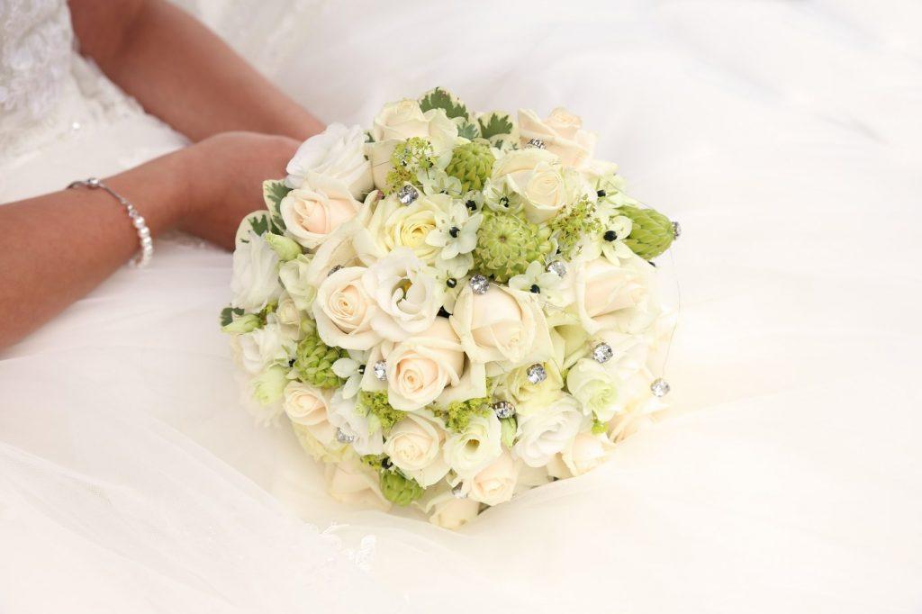 Brautstrauß weiß mit Diamanten