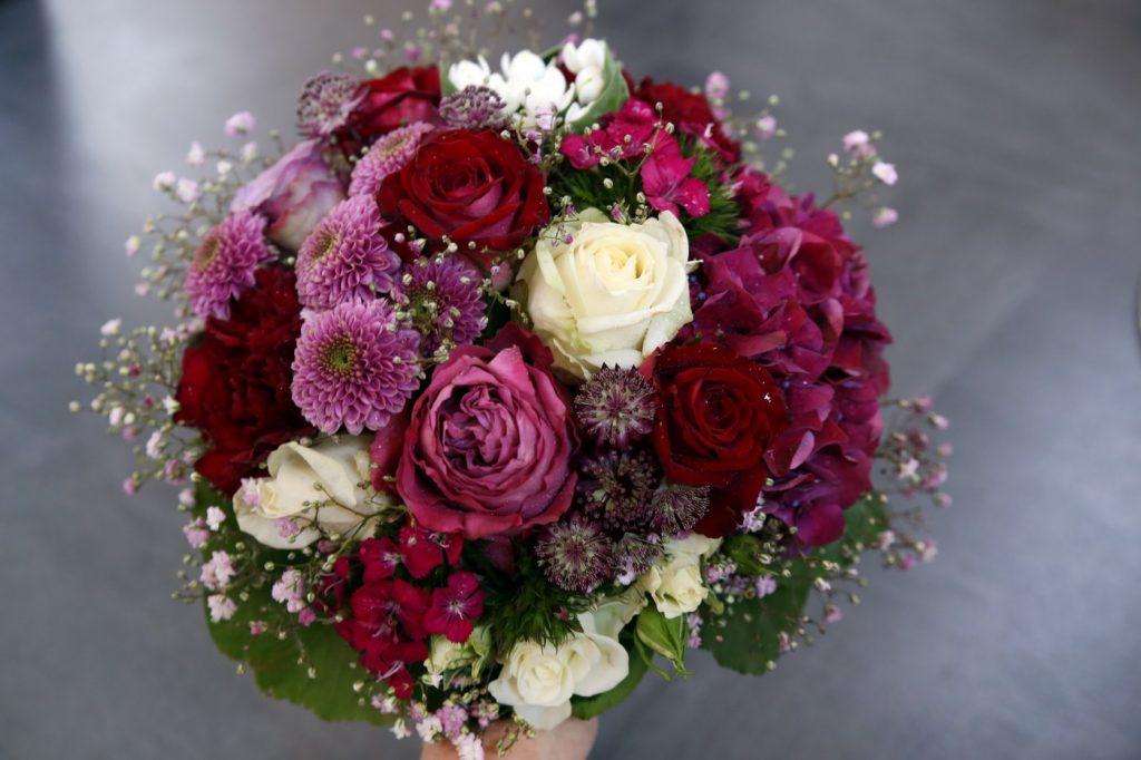 Brautstrauß in Lila Rot