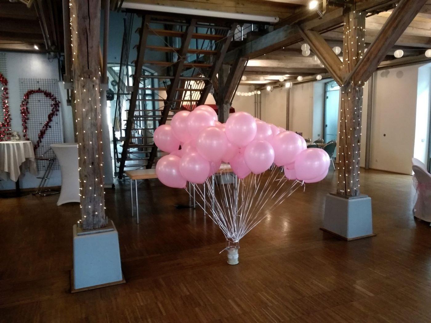 Rosa Heliumballons im Zollhaus Ludwigshafen