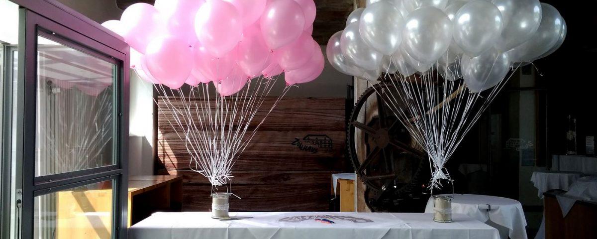 Rosa und weiße Heliumballons im Zollhaus Ludwigshafen