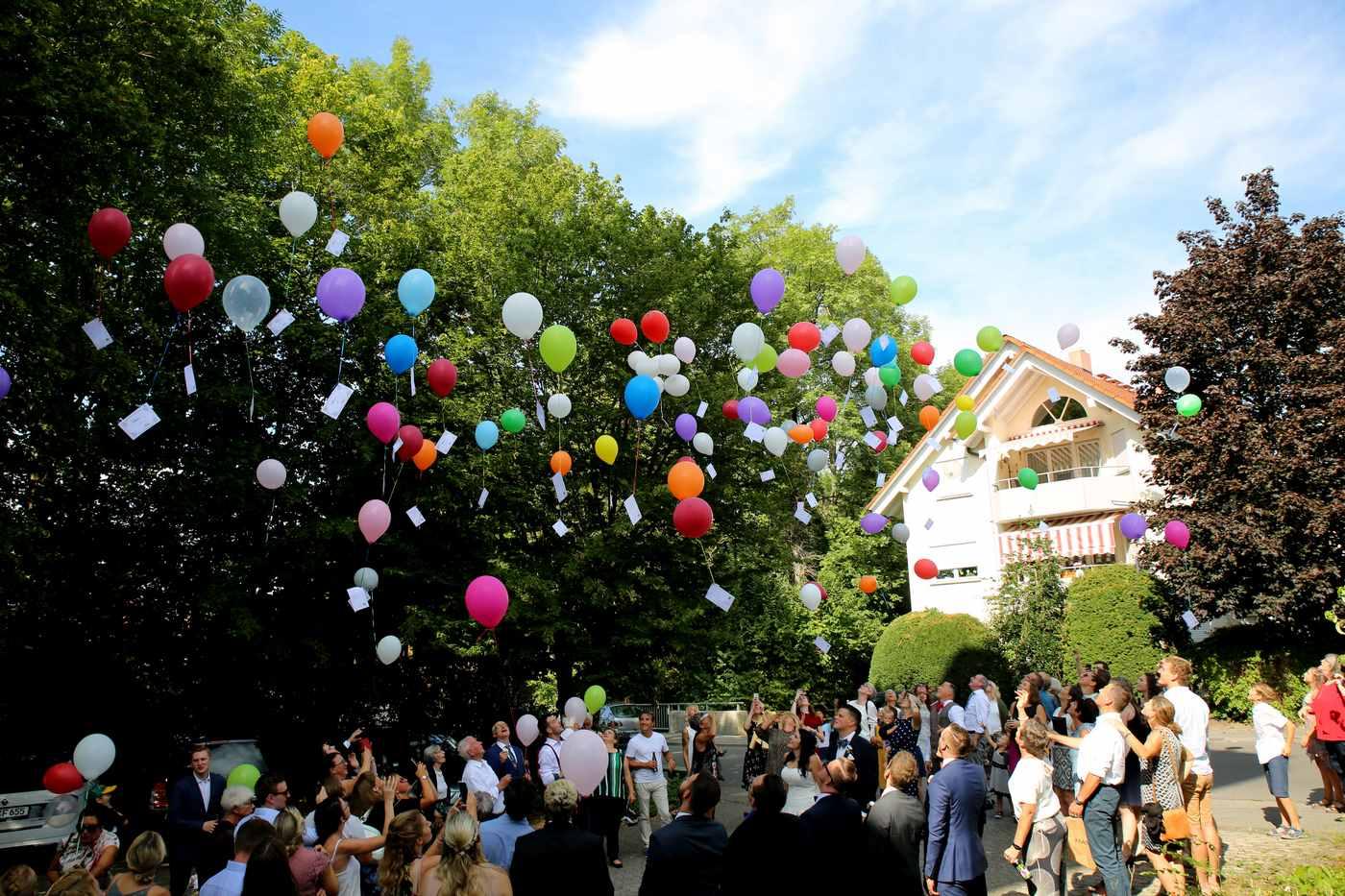 Bunte Ballons mit Grußkarten