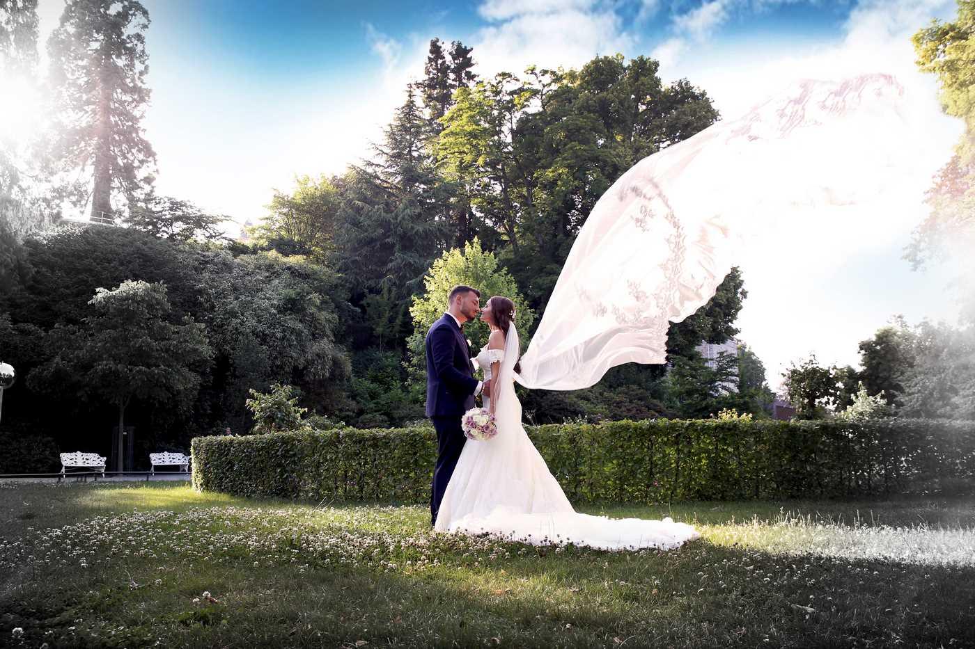 Braut mit Schleier in der Luft